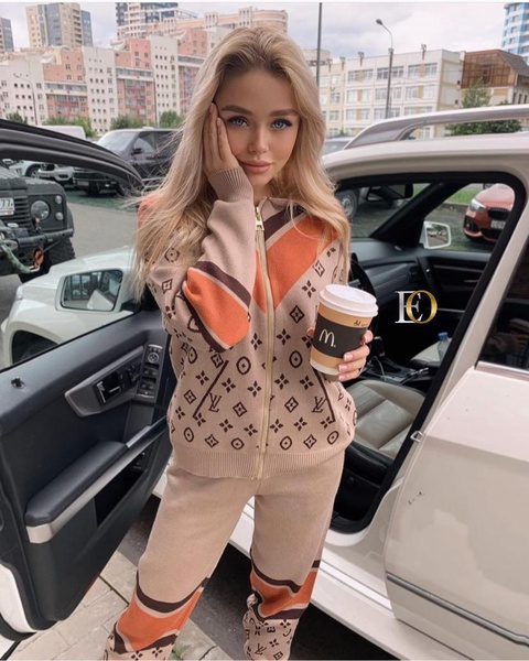 Tracksuit picture