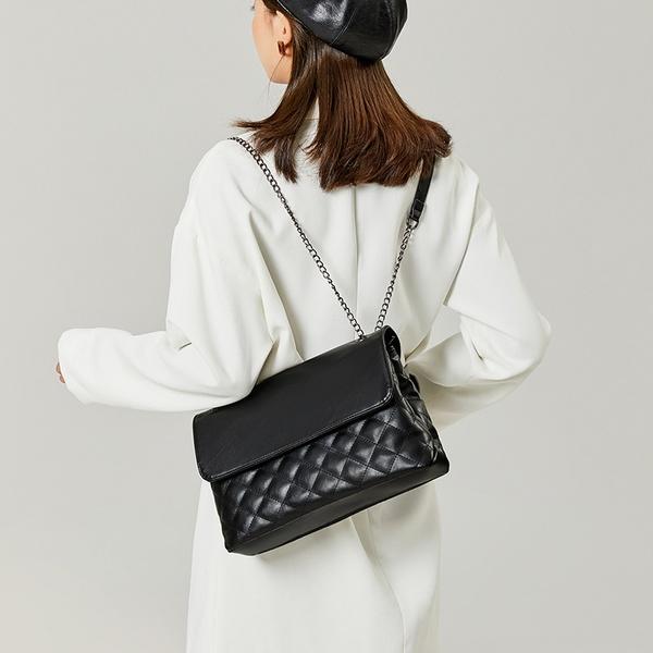 Black side bag picture