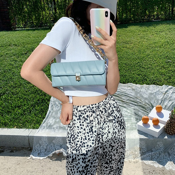 Fashionable side bag picture
