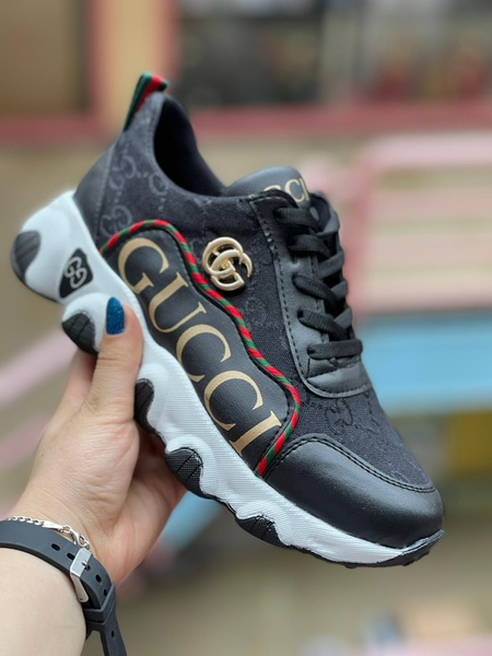Gucci sneakers picture