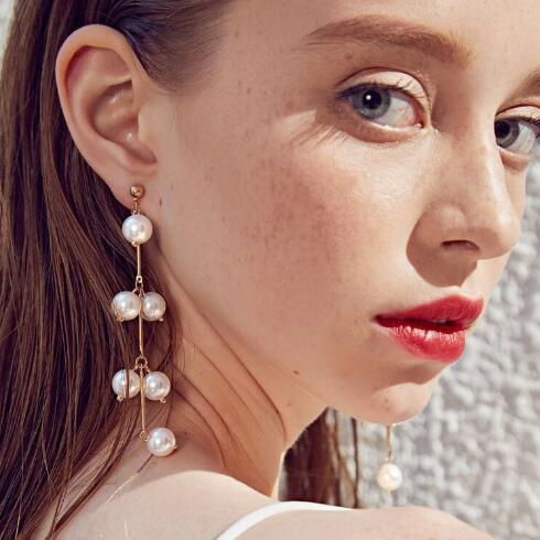 Earrings with pearls picture