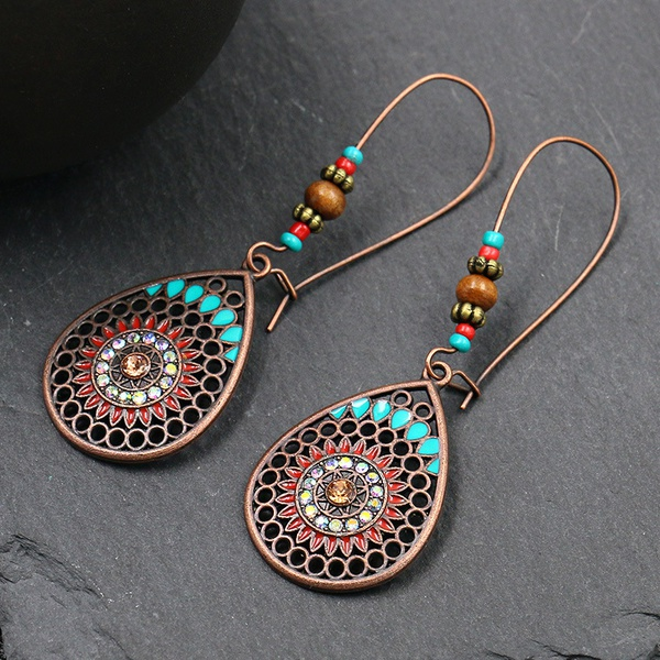 Fashionable earrings picture