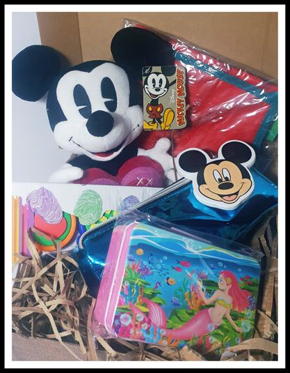Painting with mickey gift box picture