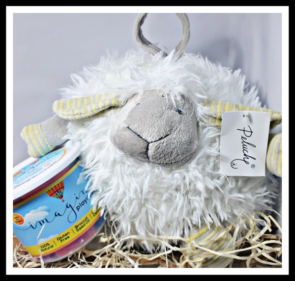 The playful lamb gift box picture