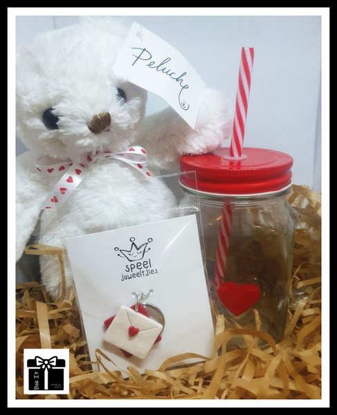Red love gift box picture