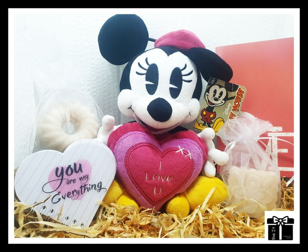 """""""but minnie i love you"""" gift box picture"""