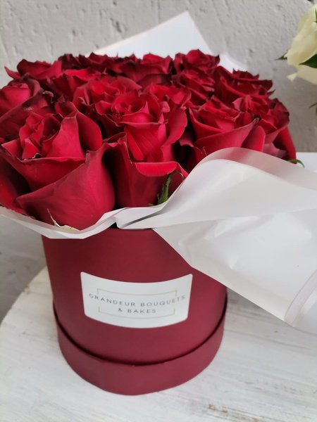 Burgundy luxury rose bouquet picture