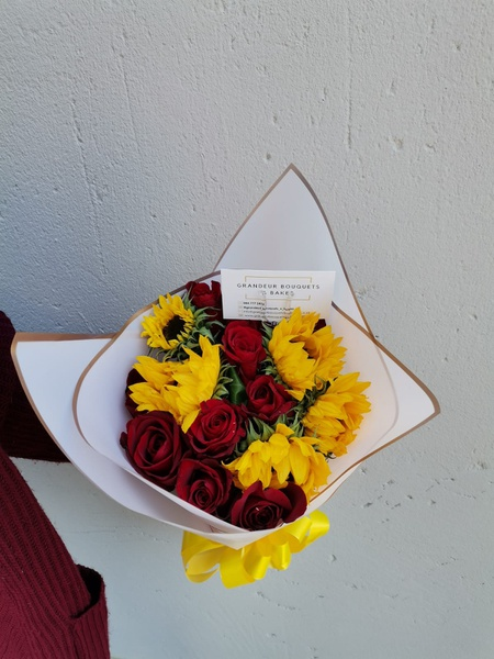 Luxury rose and sunflower bouquet picture