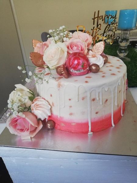 Vanilla drip cake picture