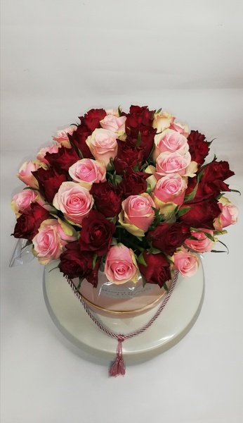 Mixed rose fleur boxed bouquet picture