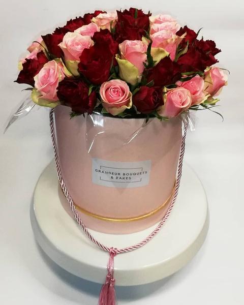 Medium luxury rose boxed bouquet picture