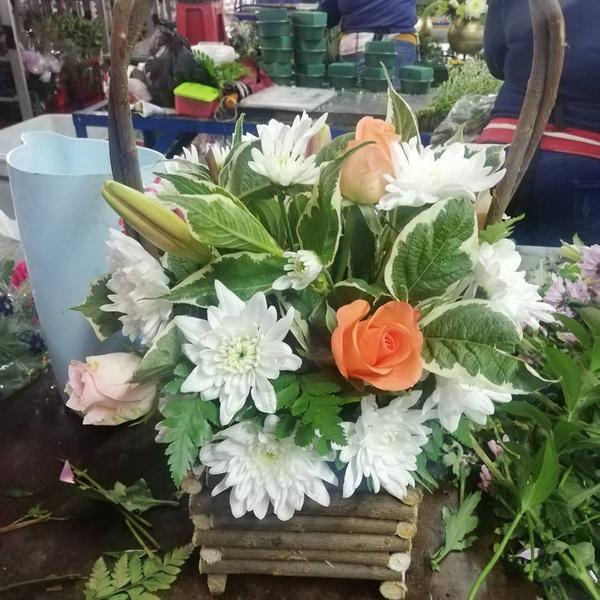 Small fleur basket arrangement picture