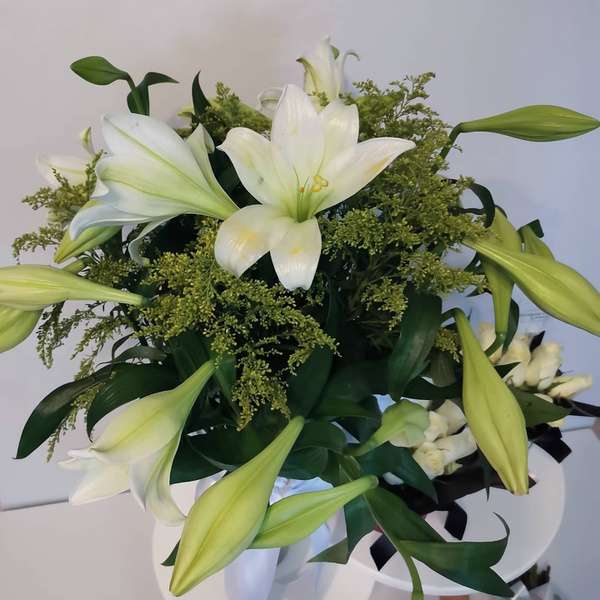 20 fresh lillies picture