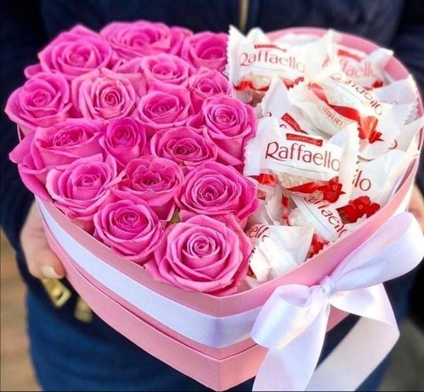 Raffaello luxury rose heart bouquet picture