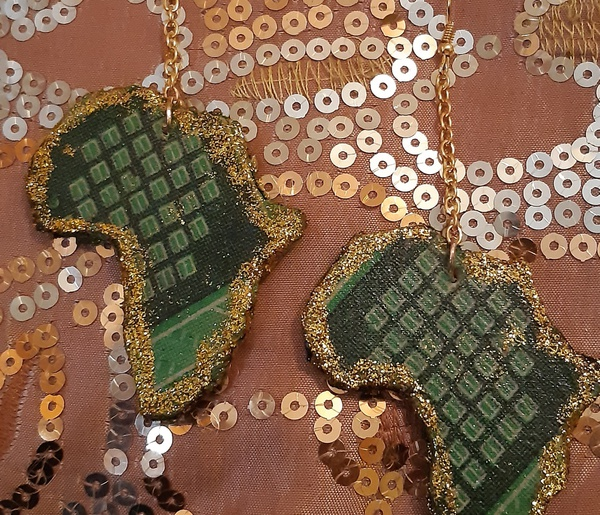 Wooden african print dangling earrings picture
