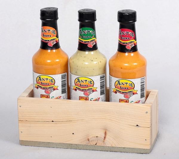 Plain box & 3 sauce combo picture