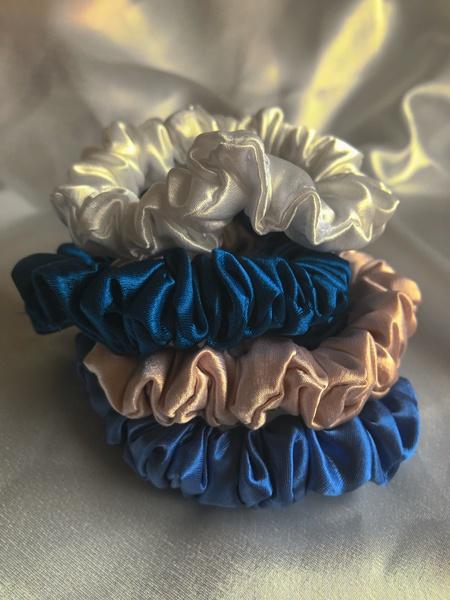 Winter snowflake mini scrunchie set picture