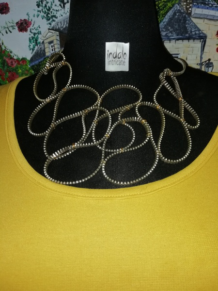 Thandoe zip designer neck piece. picture