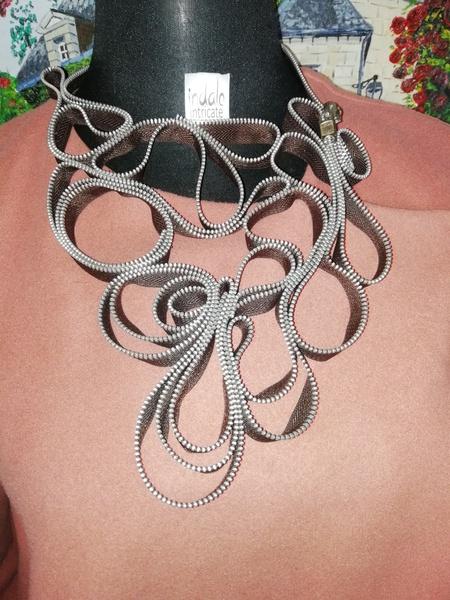 Manakisa zip designer neck piece picture