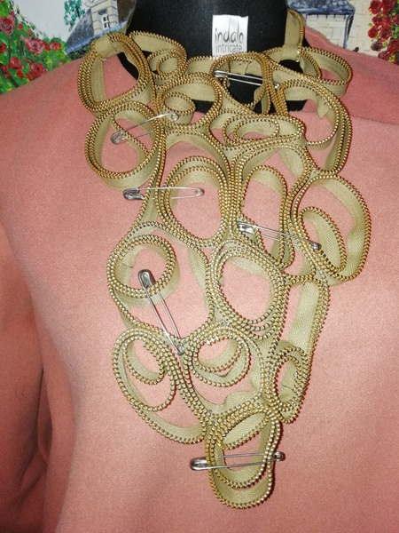 Pinny zip designer neck piece picture