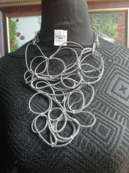 Buka zip designer neckpiece picture