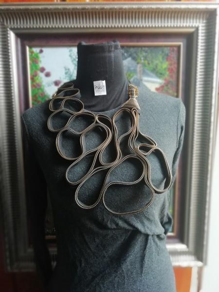 Mtshakazi zip designer neck piece picture