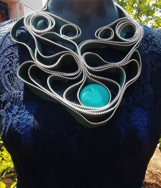 Bestie zipper neck piece picture