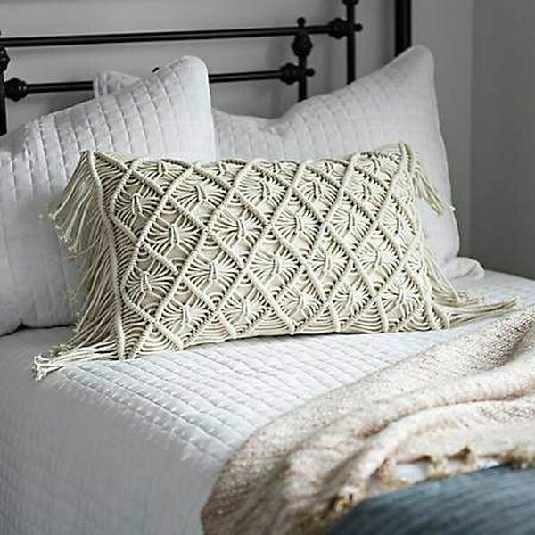Macrame pillow cover. picture