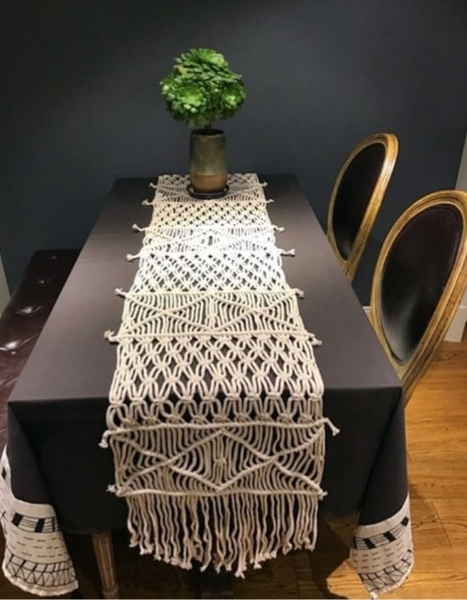 Table runner picture