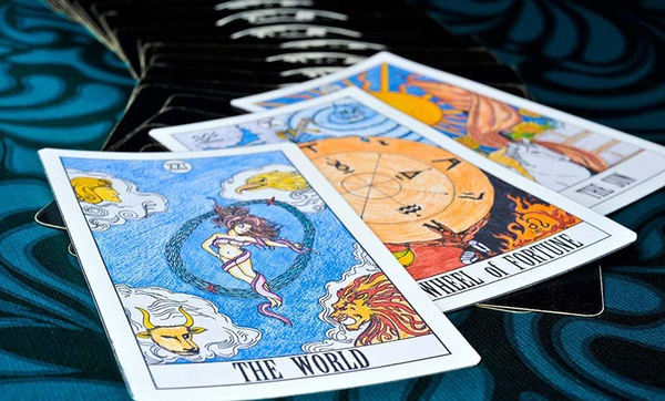 TAROT CARD READING picture