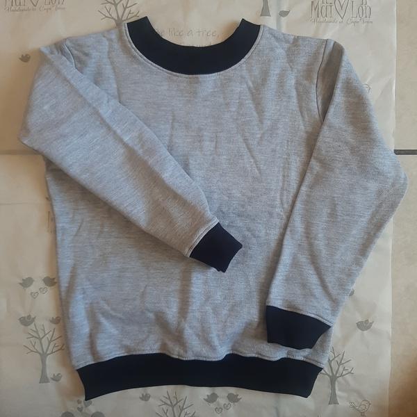 Crewneck sweatshirt picture
