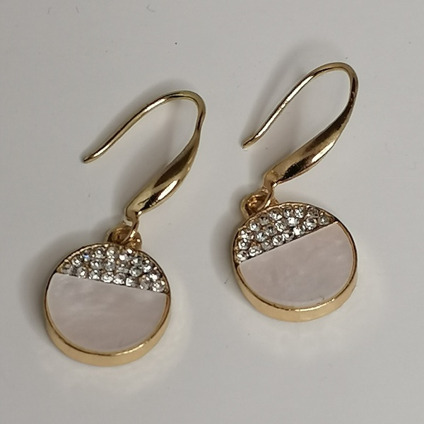 Bella shell earings picture