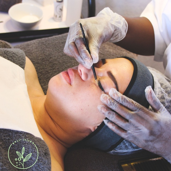 Eyelash extensions training, including kit picture