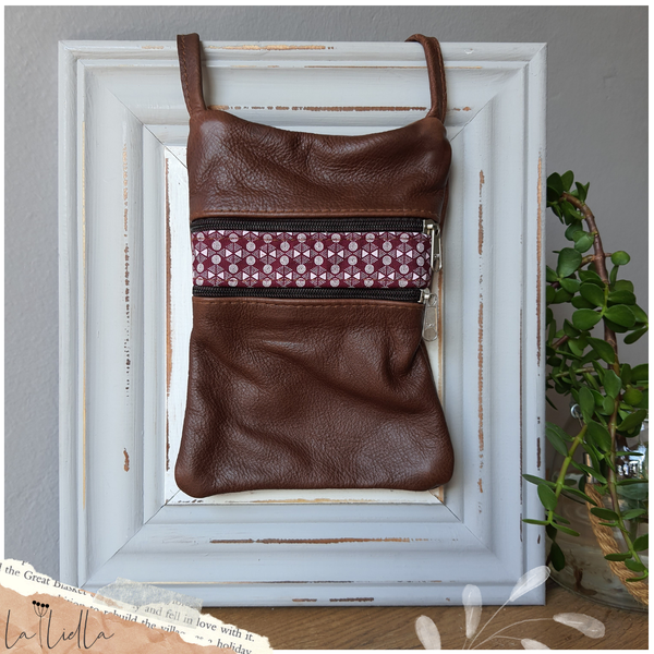 #23 maroon & white shweshwe strip | brown leather picture