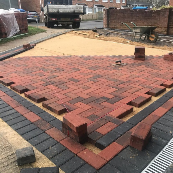 PAVING AND DRIVEWAY INSTALLATION picture