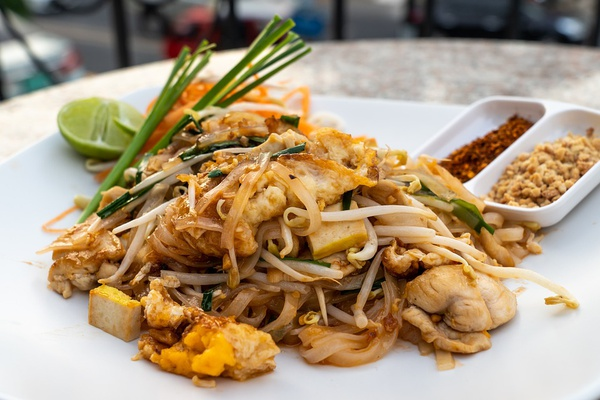 Chicken pad thai picture