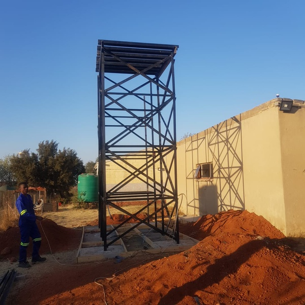 Water tanks (phuthumani primary school) picture