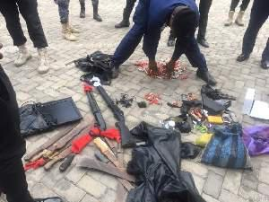 Police arrest 9 suspects after the fierce gun battle. picture