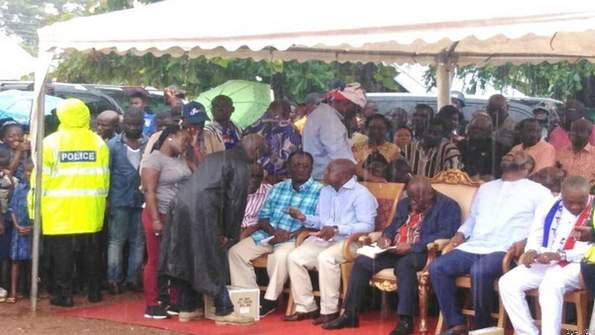 Akufo-addo defies rains to interact with citizenry- picture