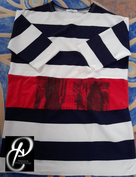 Round neck t-shirt picture