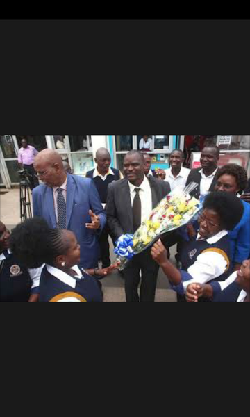 Grand welcome in homa bay for africa's best teacher eric ademba- picture